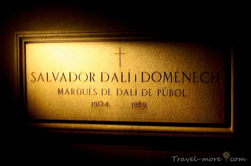 Надгробная плита Дали