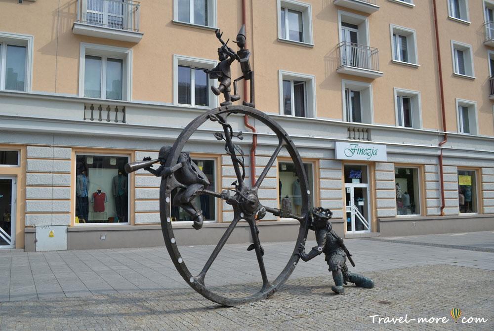 Памятник колесо Белосток