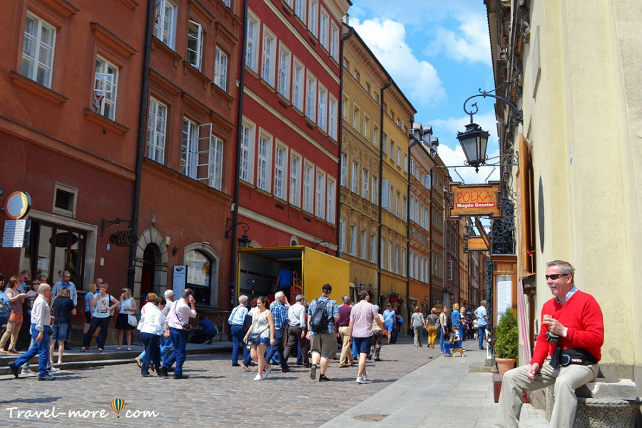 Улица Свентояньска в Варшаве
