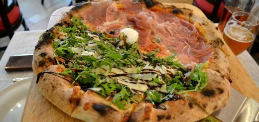 Неаполитанская пицца с толстым бортиком