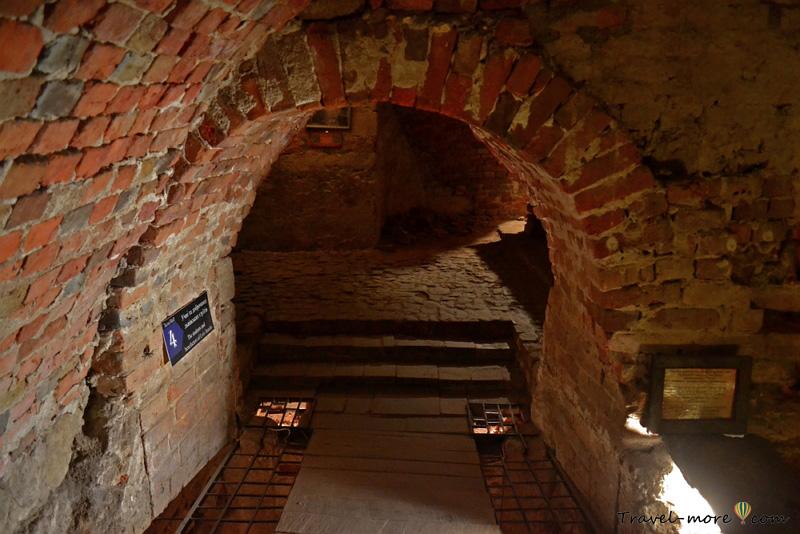 Гарнизонный храм святых апостолов Петра и Павла Львов подземелья