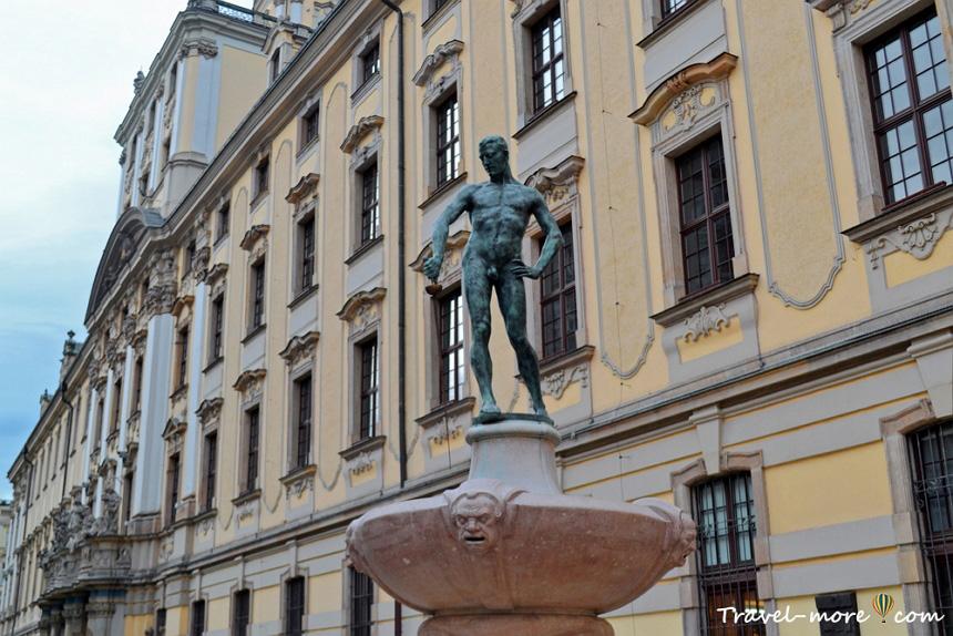 Вроцлавский университет голый фехтовальщик
